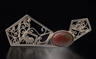 A brooch , Eddy Eleghant, made out of sterling silver. -